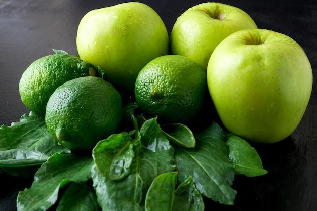 Groene ingrediënten voor smoothie