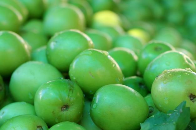 Groene jujube op straatvoedsel