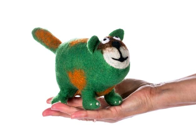 Groene kat - knuffel gemaakt van vilten wol