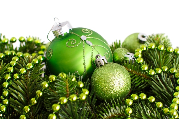 Groene kerst ornamenten grens geïsoleerd