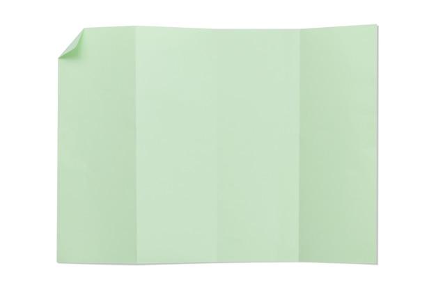 Groene kleur blanco 4a gevouwen papier geïsoleerd met schaduw.