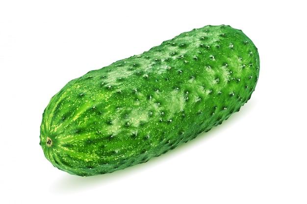 Groene komkommer die op wit wordt geïsoleerd