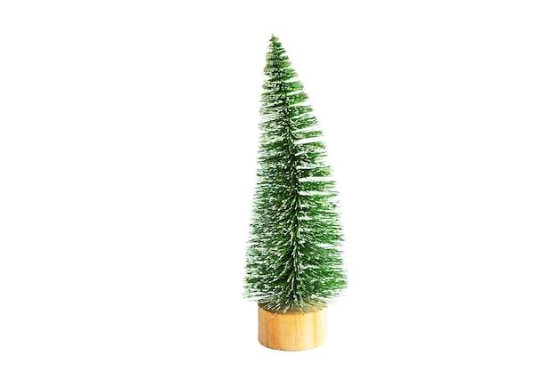 Groene kunstkerstboom in de vorm van een driehoekige borstel o