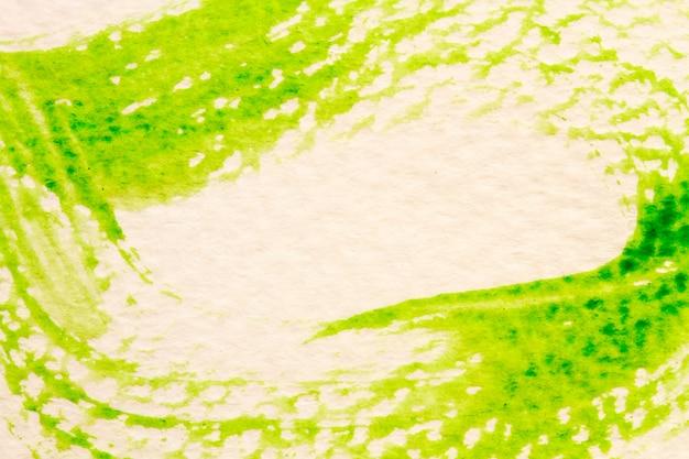 Groene lijn van de kwast op wit papier