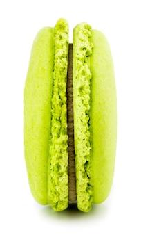 Groene macaron of macaroon. kleurrijke amandelkoekjes, dessert