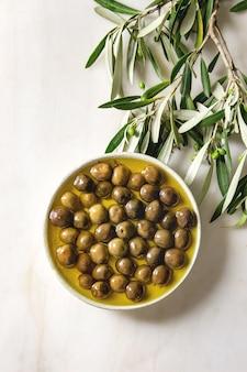 Groene olijven in olijfolie