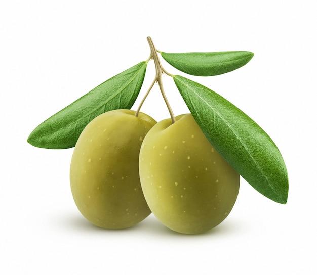 Groene olijven met bladeren geïsoleerd op wit