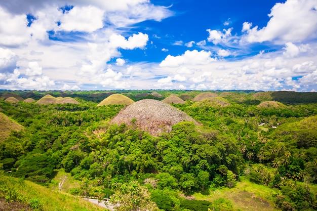 Groene ongebruikelijke chocoladeheuvels in bohol, filippijnen