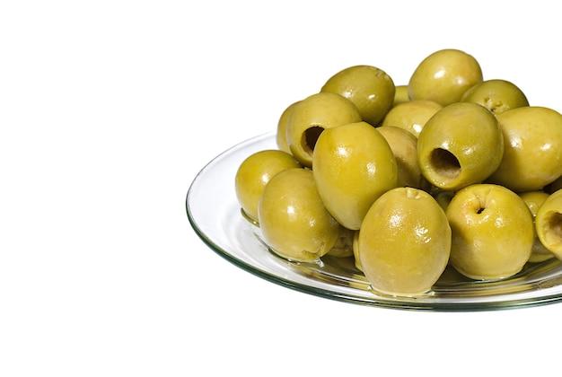 Groene ontpit olijven op een glasplaat