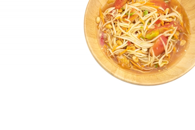 Groene papajasalade met garnalen, pinda's, limoen, tomaten (som tum thai)