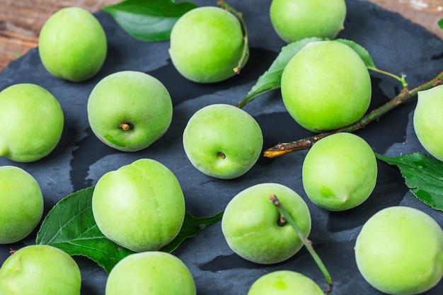 Groene pruimen