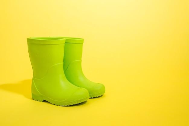 Groene rubberen laarzen