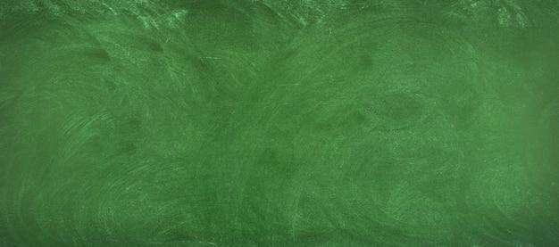 Groene schoolbord achtergrond. schoon oppervlak van het schoolbord