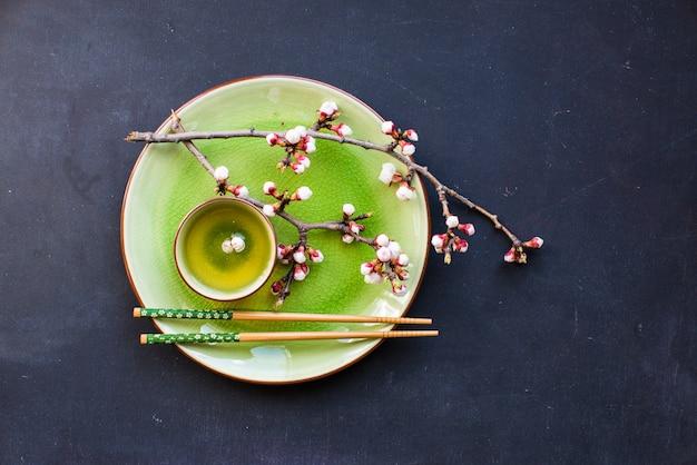 Groene thee en perzikbloesem