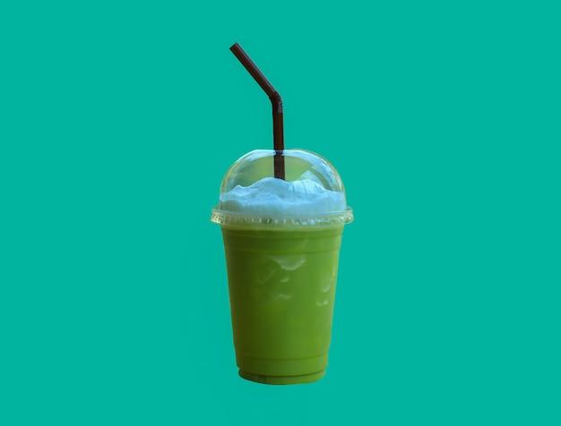 Groene thee gemengd isolaat op groene achtergrond