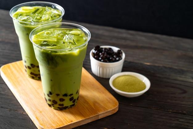 Groene thee latte met bel