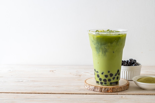 Groene thee latte met bubbels