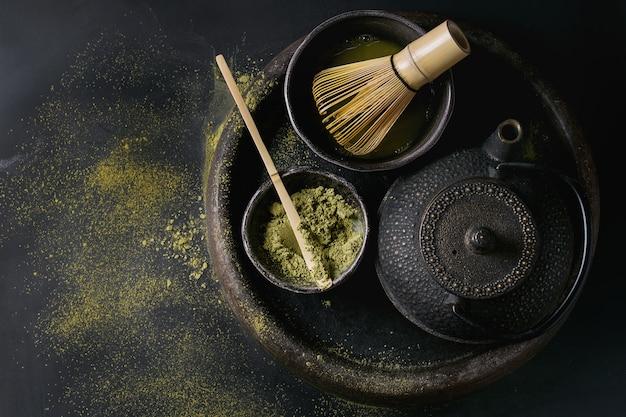 Groene thee matcha poeder en drankje