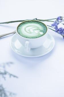 Groene thee op tafel