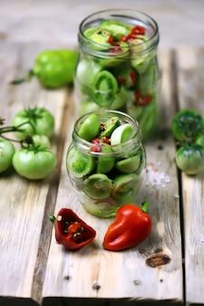 Groene tomaten inleggen.