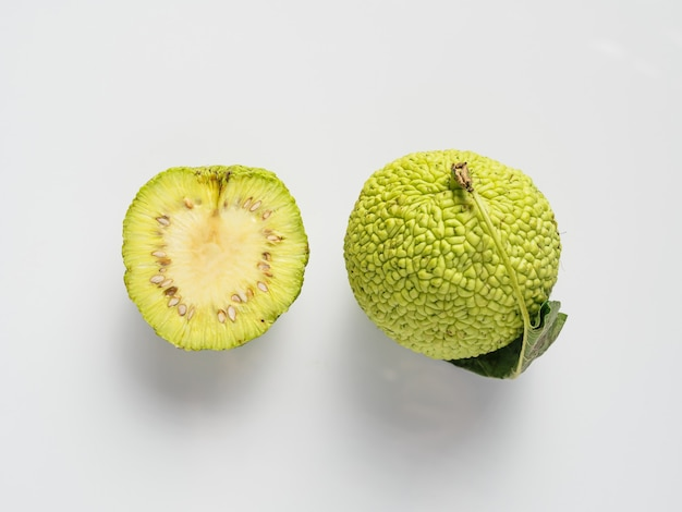 Groene vrucht van maclura, osage-sinaasappel