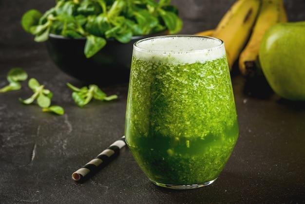 Groente- en fruitgroene smoothie