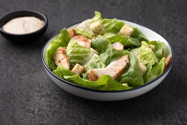 Groente met crouton salade kip eten
