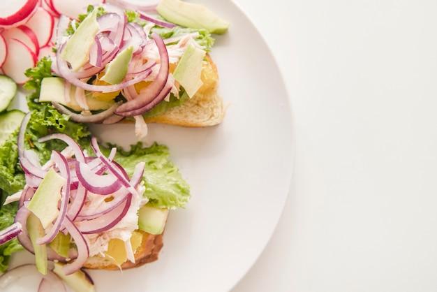 Groenten en brood met kopie-ruimte
