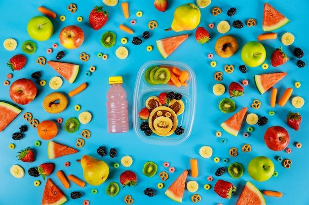 Groenten en fruit met pannenkoeken