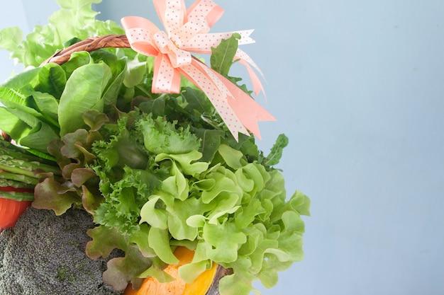 Groenten in de mand, gezond nieuwjaar kerstcadeau set.
