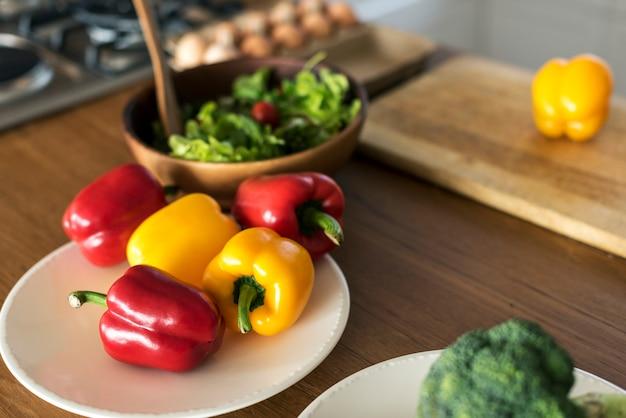 Groenten op de keukentafel