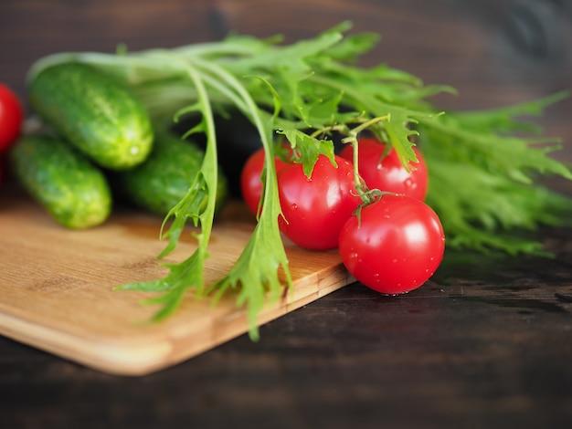 Groenten op een donkere achtergrond, close-up