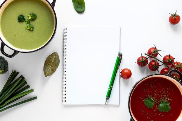 Groenten roomsoepen en notitieblok