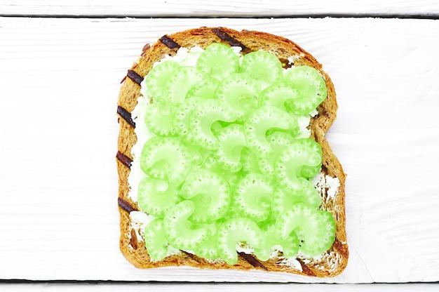 Groentesandwiches met bleekselderij
