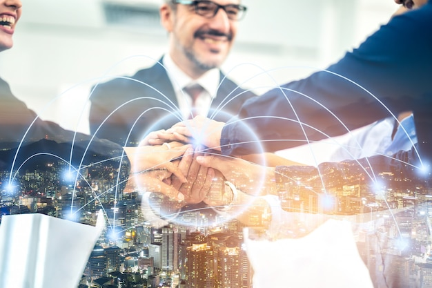 Groep bedrijfsman en vrouwenhanddruk met verbindings van het verbindings lichteffect