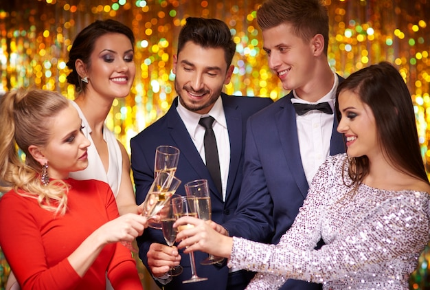 Groep beste vrienden op het feest