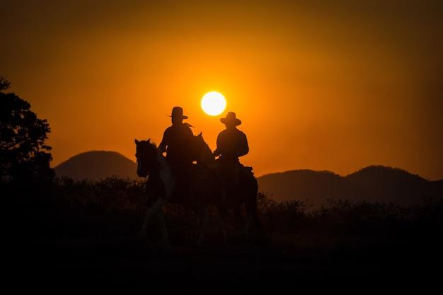Groep cowboy rijpaard.