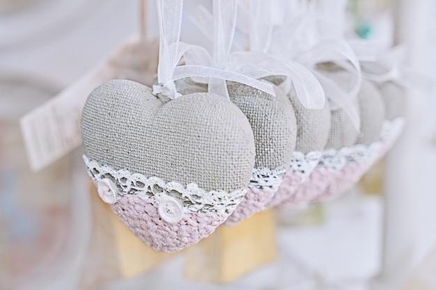 Groep decoratieve vintage kleine harten