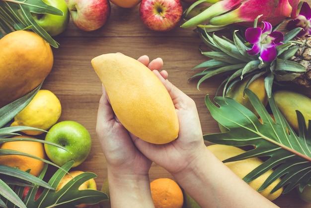 Groep diverse geïsoleerde vruchten