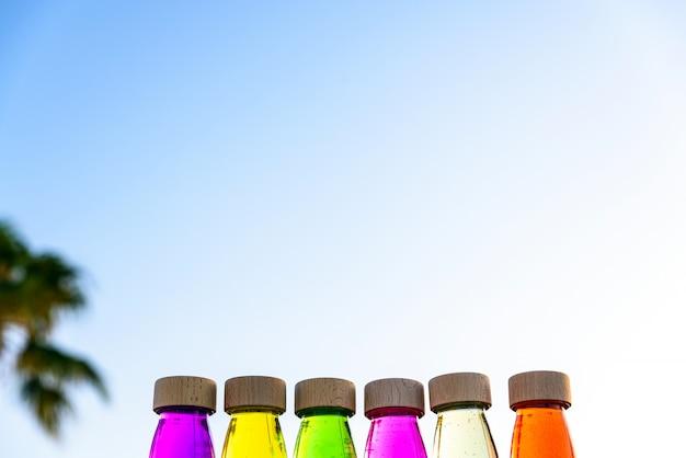 Groep flessen kalme antistress, therapie om stress te beheersen en zenuwen van alternatief onderwijs