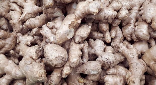 Groep gingers hoop gemberwortel close gember textuur