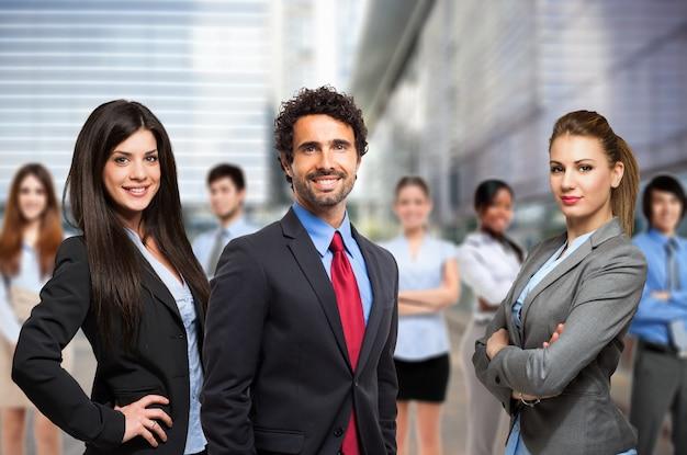 Groep glimlachende bedrijfsmensen
