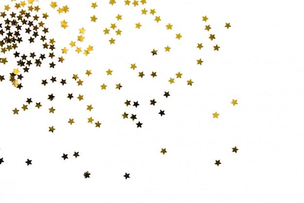 Groep gouden sterdecoratie die op witte achtergrond wordt geïsoleerd