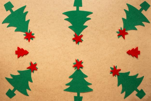 Groep handgemaakte kerstbomen