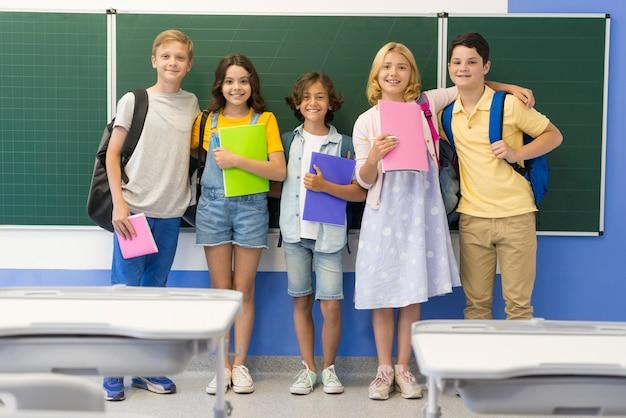 Groep kinderen in de klas