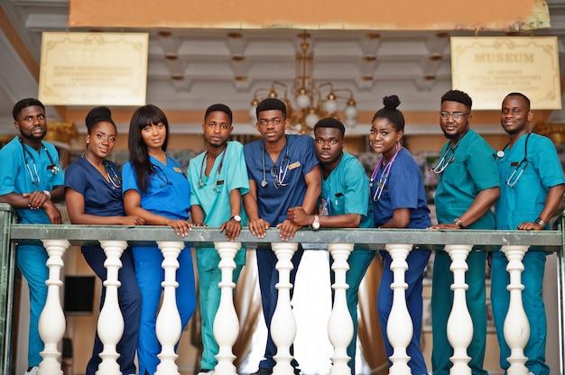 Groep medische studenten op de universiteit Premium Foto