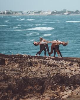 Groep meisje doet yoga