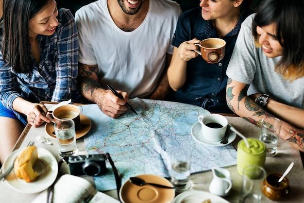 Groep mensen die koffieconcept drinken