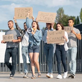 Groep mensen samen demonstreren