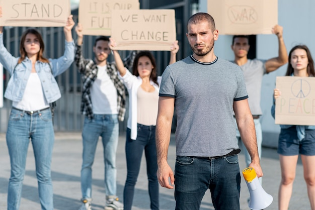 Groep mensen samen marcheren
